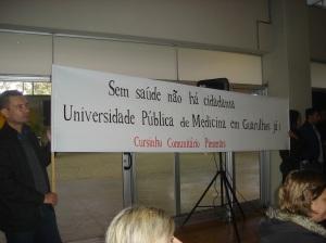 Cursinho Comunitário Pimentas cobra Universidade Pública de Medicina