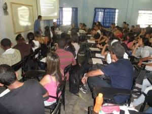 Prof. Rômulo e Divino na palestra sobre dependência química